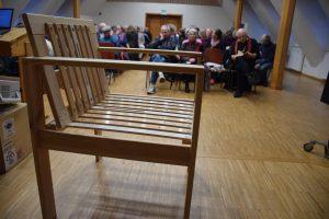 Diesen Stuhl hat Christa Stock gebaut - aus einem viele Jahre genutzten Lattenrost.